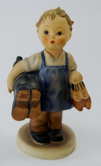 Hummel Figurine #143- Boy w/Shoes